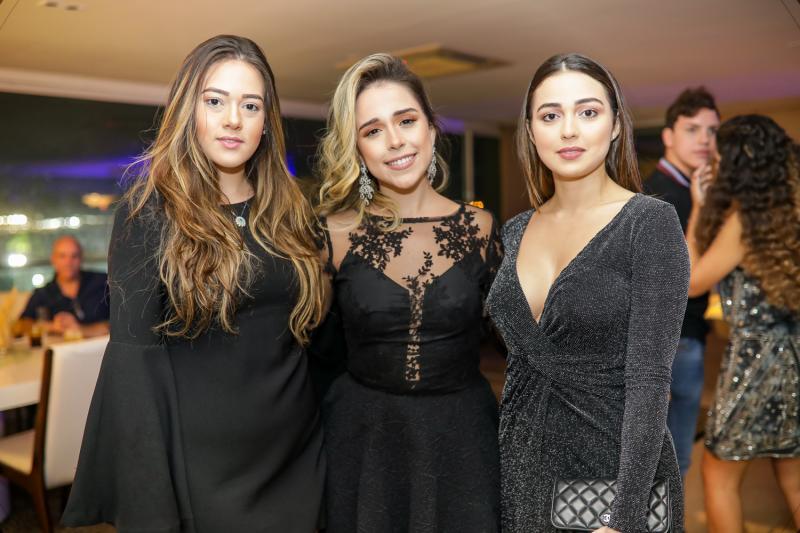 Elaine Martins, Marcella Cidrao e Giulia Tsolakis