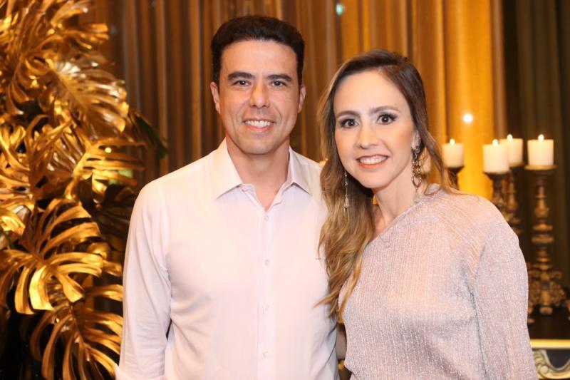 Lizabro e Carol Fujita