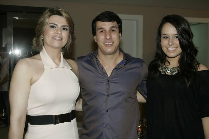Cristina, Valderzei e Larissa Wanderley