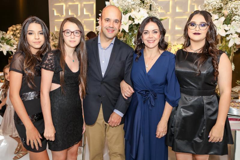 Laura, Aline, Henrique, Veridiana e Gabriela Soares