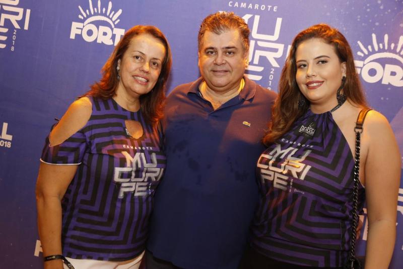 Izavel, Marcos e Beatriz Gomide