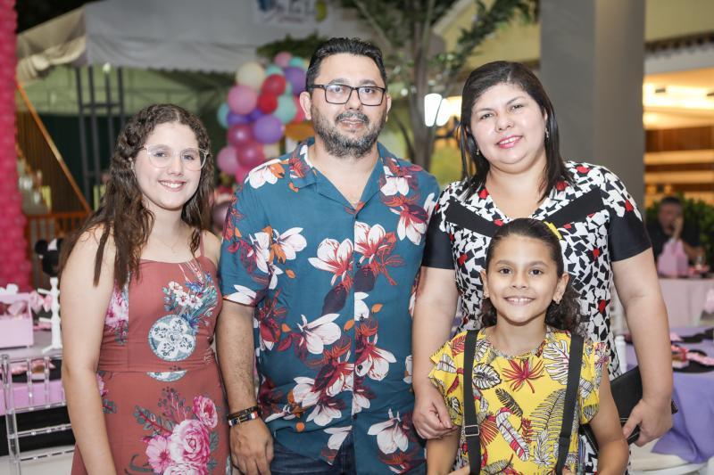 Adelia, Franco, Lea e Isabela Caldas