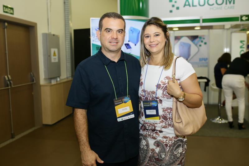 Simão Pedro e Roberta Ferreira