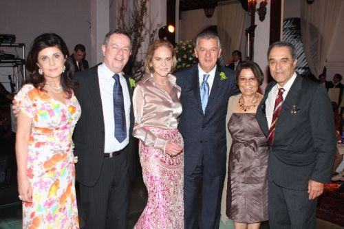 Leila e Evandro Neiva, Sheila e Walfrido, com amigos