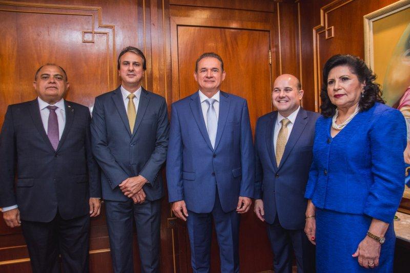 Superprestigiada!  É o mínimo que podemos dizer da posse de Washington Luís Araújo na presidência do Tribunal de Justiça do Ceará
