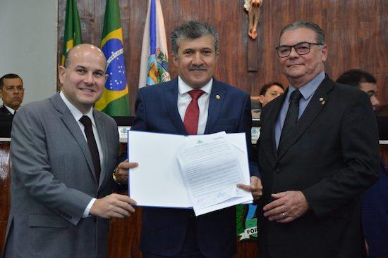 Antônio Henrique lança edital do primeiro concurso público da CMFor