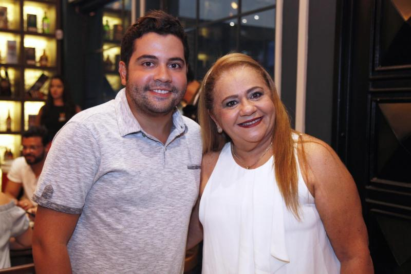 Leandro e Lisieux Teixeira