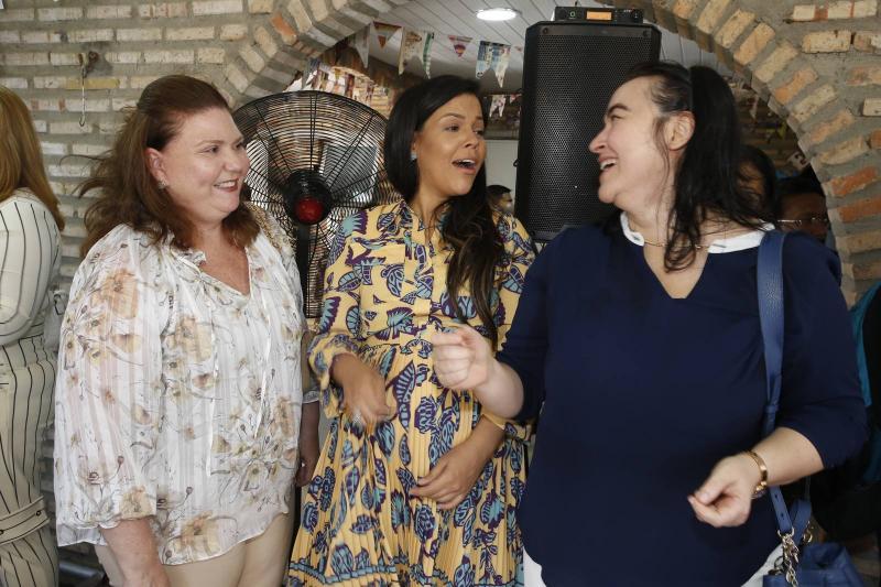 Fernanda Pessoaq, Priscila Costa e