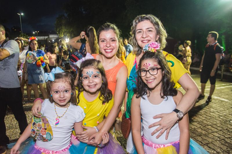 Mariana, Julia, Eveline, Gabriela e Cristiane Barreto