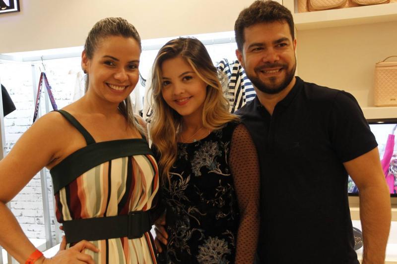 Percilia Correa Julia Gomes e Vinicius Fernandes 1