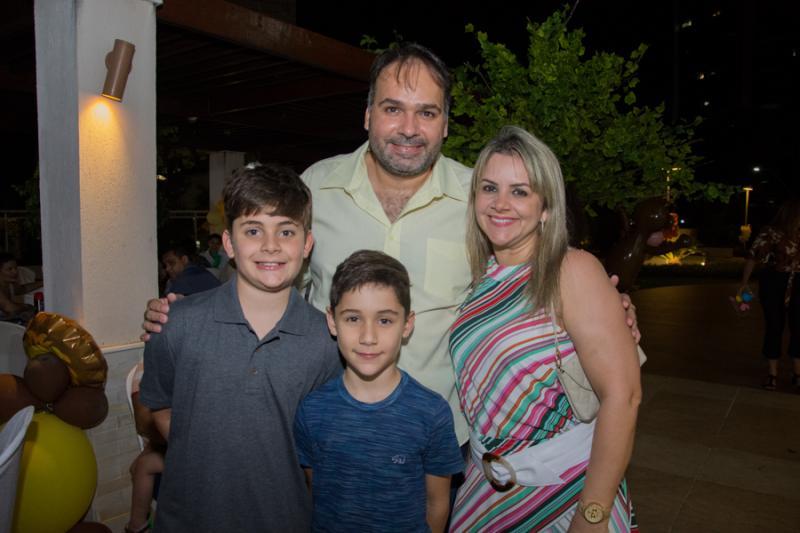 Leonardo, Leo Filho, Gabriel e Denise Seabra