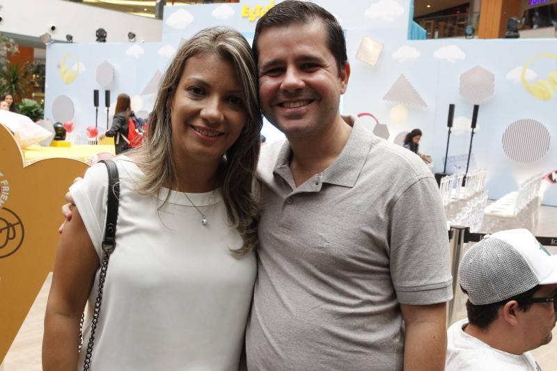Juliana Linhares e Thiago Caracas