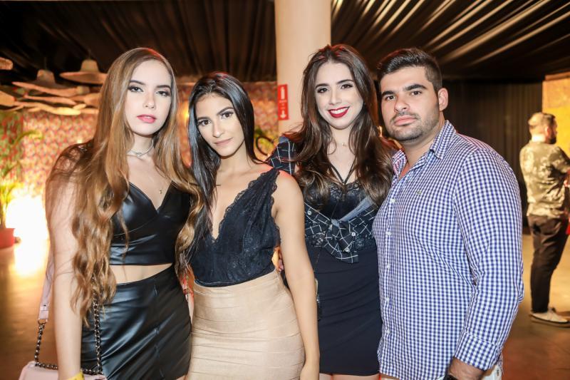 Paula Vilena, Sara Alves, Jessica Santos e Paulo Filho
