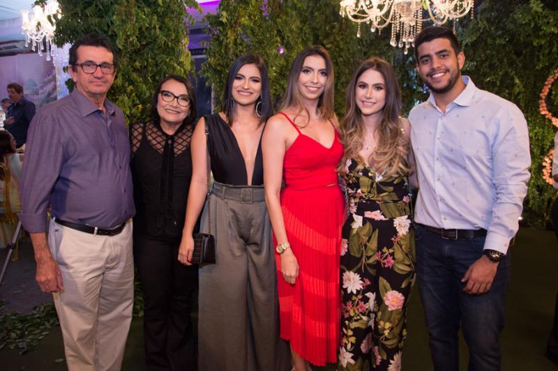 Julio, Vera, Tainara e Tais Pinheiro, Cecilia Bastos e Tiago Pinheiro