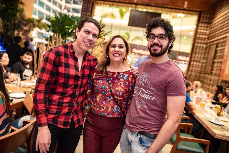 Raone Saraiva, Regina e Gabriel Carvalho