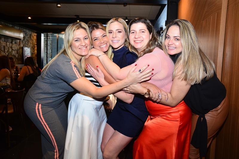 Lorena Albuquerque, Vanessa Queiroz, Martinha Freire,  Ivna Masih e Karina Mota