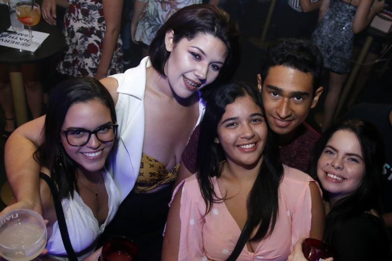 Ester Paes, Rose Stefanie, Francisca Mariana, Victor Soares e Carla Rolim