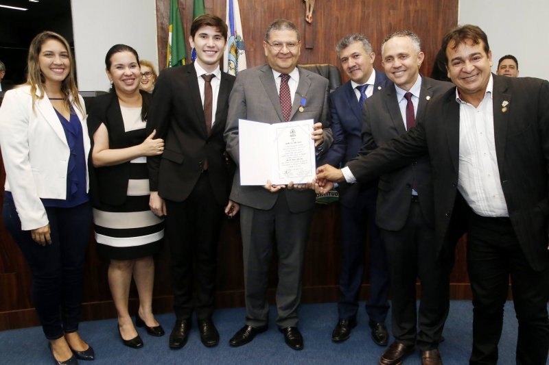 Hélio Leitão é agraciado com a Medalha Dom Hélder Câmara em solenidade na CMFor
