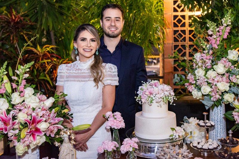 Nathália da Escóssia e Oswaldo Duarte celebram a união civil em comemoração intimista no Moleskine