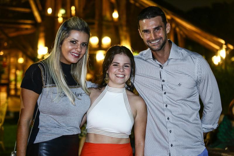 Anelise Barreira, Leticinha Studart e Dimas Barreira