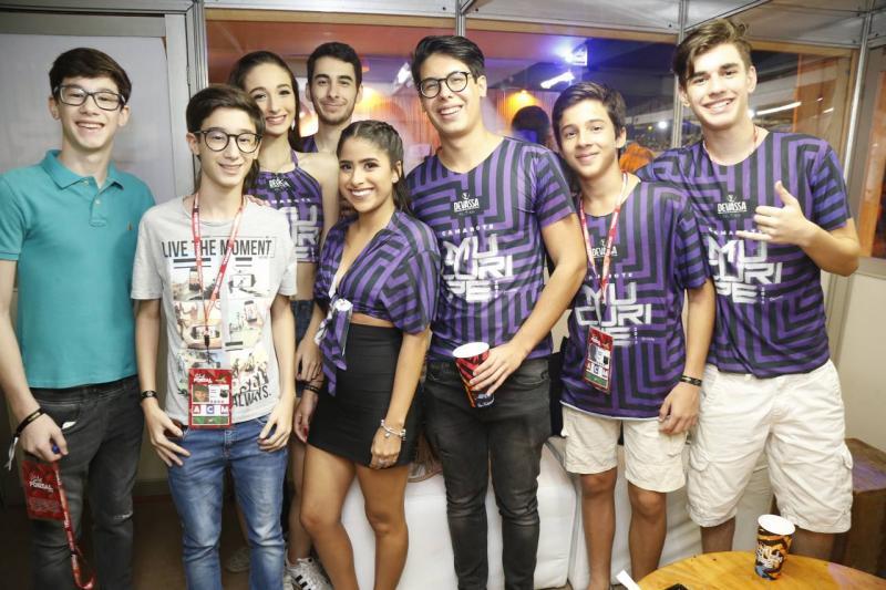 Padrinho Matheus Coelho com Amigos