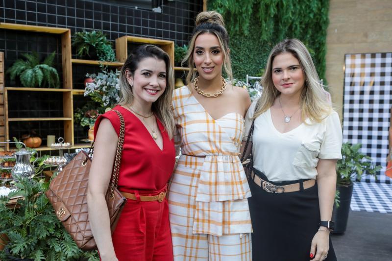 Lia Bastos, Nathalia Ximenes e Carol Ciarline