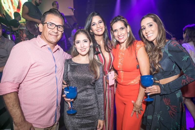 Everton Oliveira, Juliana Teixeira, Tatiana Cruz, Cristiane Arrais e Manoela Mwelo