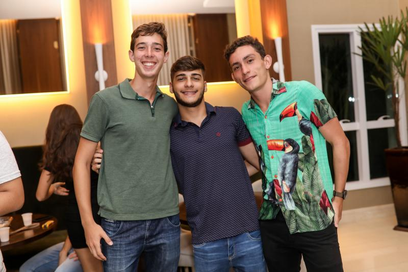 Cris Moreira, Rodrigo Dias e Arthur Simoes