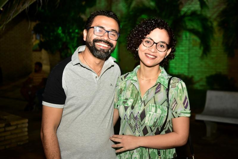 Eduardo Soares e Larissa Muniz
