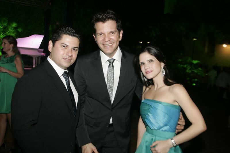 Gustavo Serpa com Pompeu e Marilia Vasconcelos