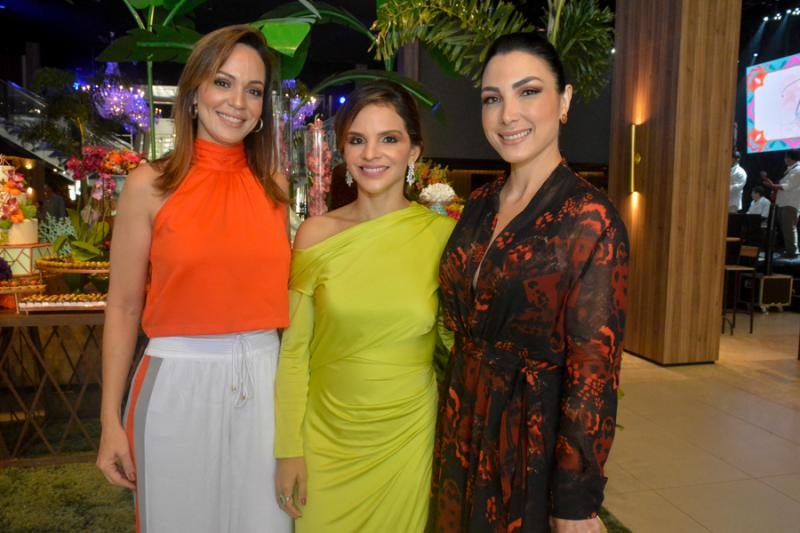 Lorena Lourenco, Viviane Martins e Daniele Linheiro