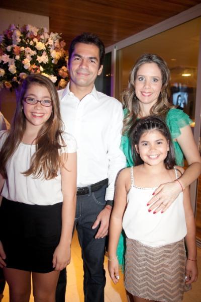 Sarah, Raquel, Lina e Candido Pinheiro