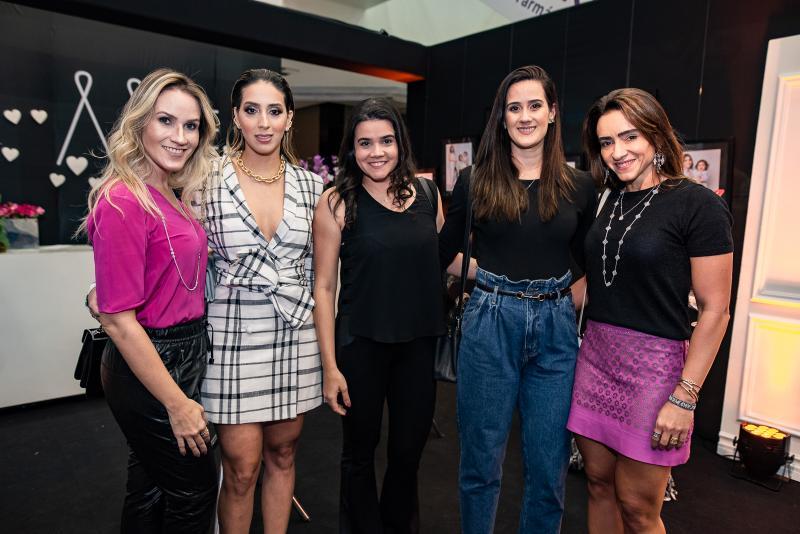 Larissa Siqueira, Nathalia Ximenes, Priscila Leal, Marina Ary e Camila Quindere
