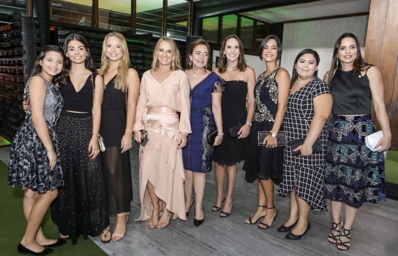 Claudia, Duda, Leticia, Ana, Renata, Karine, Raquel e Patricia Studart