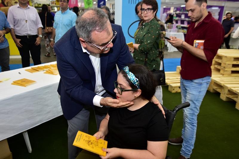 Assis Cavalcante, Larissa Vitoria