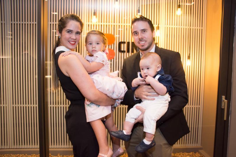 Gisele, Valentina, Benjamin e Andre Oliveira