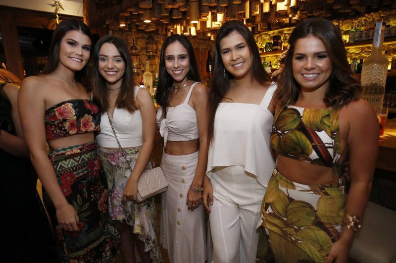Beatriz Macedo, Bruna Schidt, Gabriela Pamplona, Camila Rola e Leticia Studart