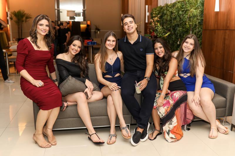 Rachel Teixeira, Elisa Gondim, Manoela Parente, Beatriz Teixeira e Natasha Rojas