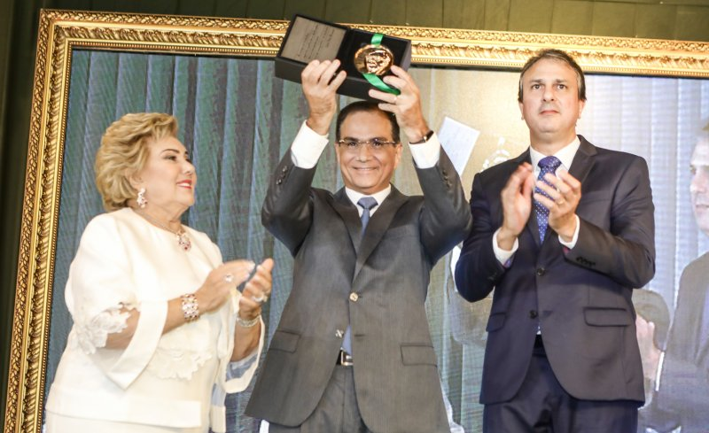 Coroação da trajetória - Beto Studart é agraciado com a Medalha Ivens Dias Branco, no Palácio da Abolição