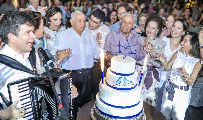 Waldonnys e Marcos Lessa comandam a animação da festa de 92 anos dos gêmeos Adauto e Humberto Bezerra