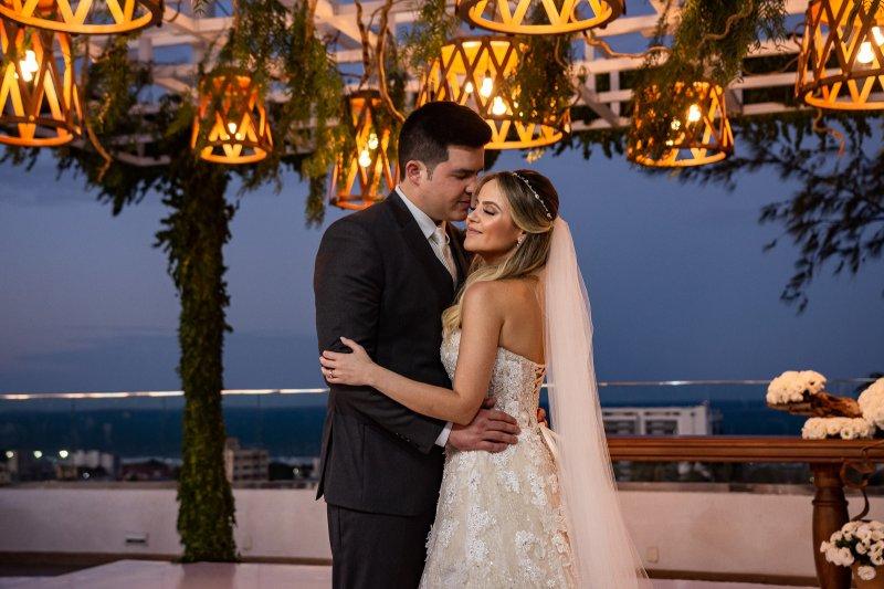 Love's in the air - Érica Dantas e Pedro Vasconcelos tornam-se marido e mulher em uma linda cerimônia ao cair da tarde