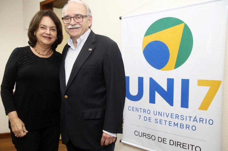 Ednilton Soárez fala sobre empreendedorismo e gestão durante evento no auditório da Uni7