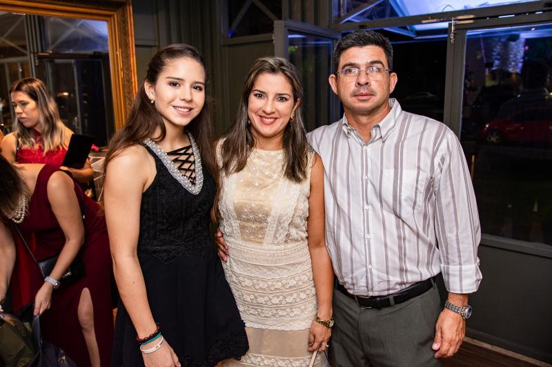 Marina, Marcela e Nicolas Vasconcelos