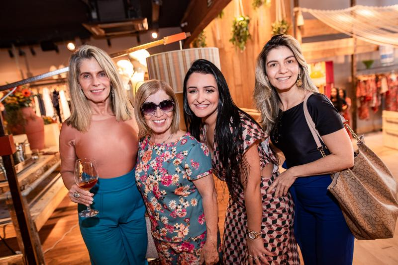 Lucia Chaves, Angela Chaves, Leidiana Braga e Raquel Chaves