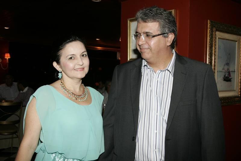 Ana Aluizete e Ricardo Antonio