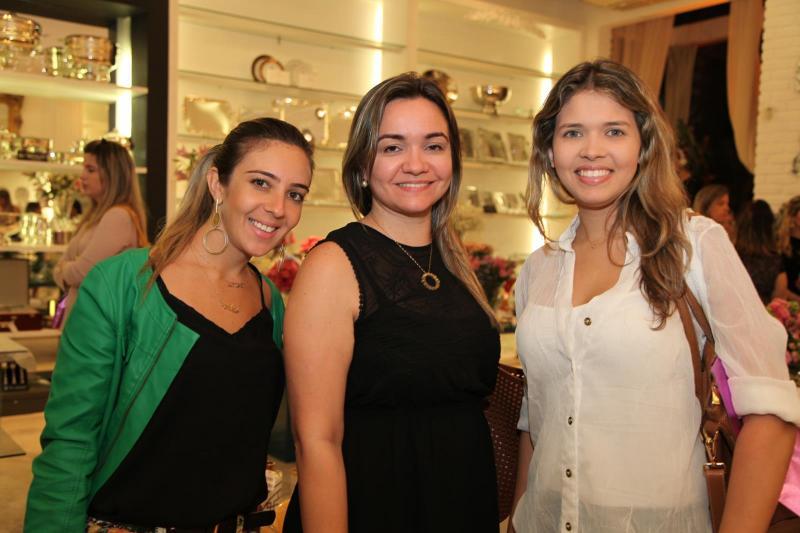 Julia Assunção, Waleska Guedes e Claudia Albuquerque