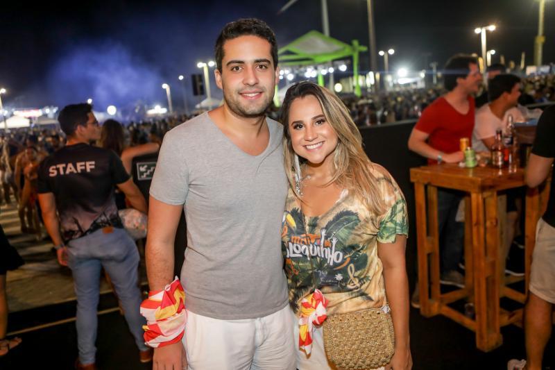 Vitor Oliveira e Roberta Fernandes