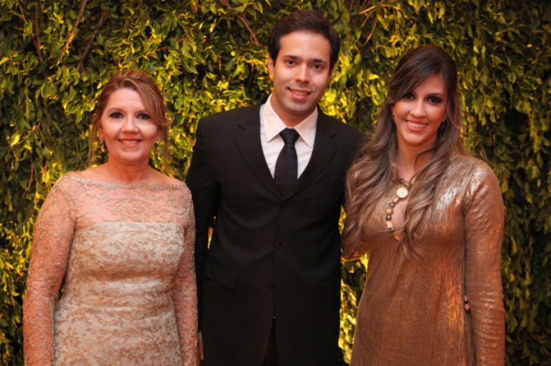 Ines e Daniela Arruda com Arthur Viana