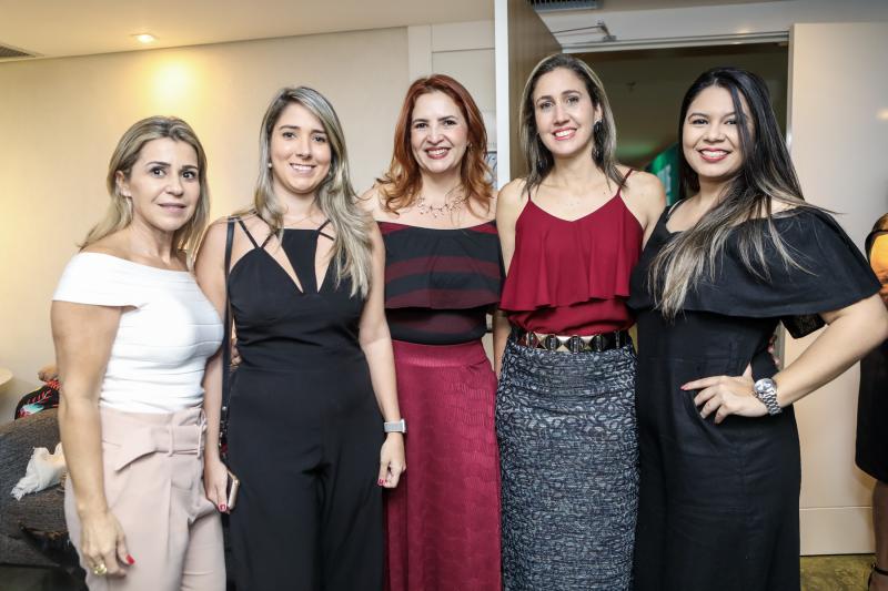 Monica Luz, Sandrine Montalverne, Enid Camara, Alessandra Romano e Luiza Dantas