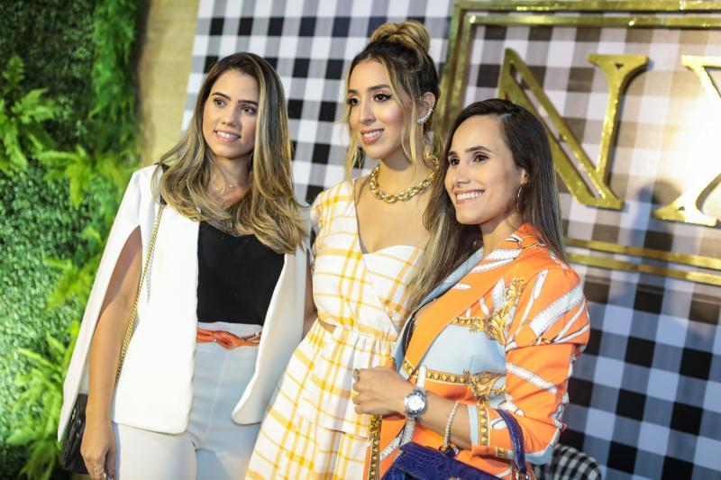Mariane Cortez, Nathalia Ximenes e Monique Cortez